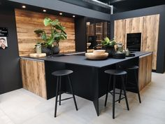 cuisine bois et noire avec ilot convivial - Expolore the best and the special ideas about Modern industrial Kitchen Inspiration Design, Kitchen Inspirations, Interior Design Kitchen, Home Decor Kitchen, Kitchen Room Design, Kitchen Interior, Kitchen, Outdoor Kitchen, Industrial Kitchen Design