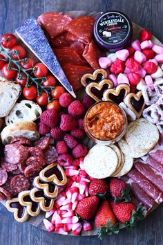 How to Build an Epic Cheese Board – Four Seasons of Autumn - Types of Cheese Valentines Day Food, Valentine Desserts, Valentine Party, Charcuterie Recipes, Charcuterie And Cheese Board, Cheese Boards, Charcuterie Gifts, Tapas, Gourmet