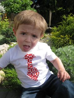 Canada Day T-shirt Tutorial Canada Day T Shirts, Cute Kids, Cute Babies, T Shirt Tutorial, O Canada, Good Tutorials, Fabric Patterns, Fourth Of July, Floral Tie