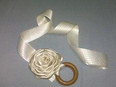 cinturon en flor de cinta raso, cinta con despunte de seda, y hebilla de madera, ideal para tus looks #moda #cinturones #fashion #belt $12.00