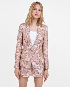 Billede 2 af JACQUARD BLAZER MED BLOMSTER fra Zara Blazer Floral, Blazers, Zara, Office Outfits, Street Chic, Ideias Fashion, Rompers, Elegant, Fabric