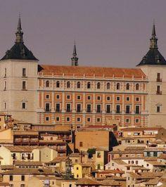 Tolède : l'Alcazar et sa façade de l'époque moderne. Crédits photo : Francisco Javier Martin (Flickr)