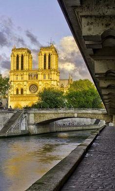 Notre Dame,Paris, dusk, with just the right amount of light Le Marais Paris, Pont Paris, Paris 3, I Love Paris, Places Around The World, Travel Around The World, Around The Worlds, Paris Travel, France Travel