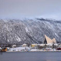 Torno a casa con il fascino di #Tromso negli occhi #rainbowRTW questa città del nord della Norvegia è una tappa imperdibile de #leviedelnord una destinazione indimenticabile! Scopri gli itinerari su www.leviedelnord.com #visitnorway #visittromso  @leviedelnord  @visitnorway_it  @visittromso