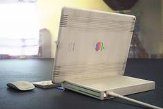 Apples alte Macs versprühen noch heute einen besonderen Charme. Ein leistungsfähiges iPad-Dock im Retro-Look verbindet Vergangenheit und Moderne.