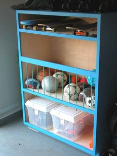 DIY ball storage for garage. We need garage storage for all the outside toys. Organisation Hacks, Toy Organization, Storage Hacks, Bedroom Organization, Small Garage Organization, Network Organization, Budget Storage, Garage Storage Solutions, Storage Systems