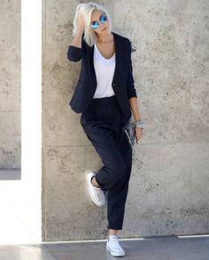 Look street style de conjuntinho de blazer com calça de alfaiataria