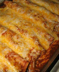 Este es un plato de enchiladas. Es como un burrito pero sin frijoles o arroz. Normalmente yo sólo hago la mía con queso. Mi abuela les hace para ocasiones especiales.