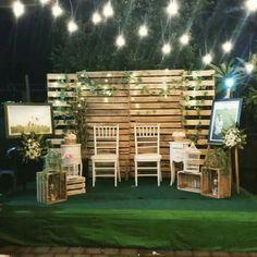 15 Wooden Pallet Wedding Backdrop Eco-Friendly Way To Use In Your Wedding Decor Bali Decor, Decor Photobooth, Photo Booth Backdrop, Photo Booths, Photo Backdrops, Trendy Wedding, Diy Wedding, Wedding Events, Wedding Songs