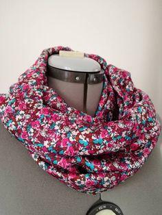 Sono felice di condividere l'ultimo arrivato nel mio negozio #etsy: Sciarpa da donna con fiori , infinity scarf donna , maxi sciarpa da donna , foulard donna con fiori rosa, regalo per lei , girocollo donna http://etsy.me/2AXQowX #accessori #sciarpe #rosa #bianco #scia