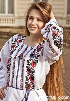 Ukrainian fashion with traditional embroidery roots / Ukrainian culture… Ukraine Women, Ukraine Girls, Polish Embroidery, Lace Beadwork, Bordado Floral, European Girls, Party Wear, Floral Tops, Womens Fashion