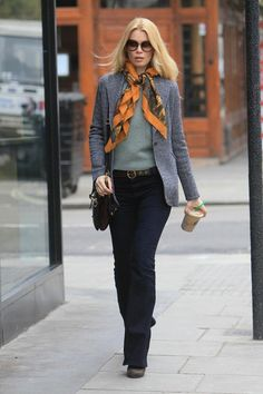 Claudia Schiffer Photo - Claudia Schiffer at Starbucks