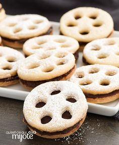 These delicious black and white sandwich cookies are sure to make a fun addition to your next Oscar's party. Shortbread cookies are sandwiched together with a creamy chocolate filling. Kraft Recipes, Soirée Des Oscars, Cookie Sandwich, Sandwiches, Film Reels, Chocolate Topping, Cool Whip, Best Cookie Recipes, Whipped Topping
