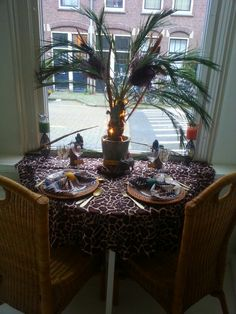"""Safari """"It's time for Africa"""" theme as window decoration display at #www.asyoudesire.nl # weddingplanner"""