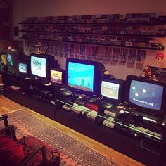 Every year, thousands of gamers head down to a local custom gaming PC shop to see the latest and greatest in gaming technology. Gaming Computer Setup, Gaming Room Setup, Videogames, Geek Room, Retro Video Games, Retro Games, Otaku Room, Video Game Rooms, Home Theater Rooms