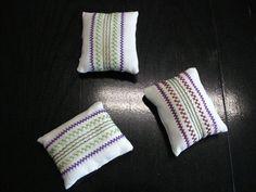 Textiles, Throw Pillows, School, Crochet Fish, Owl Crafts, Elementary Schools, Crafts, Creative, Cushions