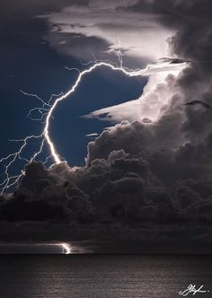 Breathtaking lightning strike