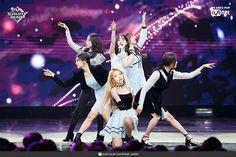 190124 엠카운트다운 여자친구 - 해야(GFRIEND - Sunrise) 현장포토 : 네이버 포스트 Kpop Girl Groups, Kpop Girls, Korean Girl Groups, Gfriend Profile, Blackpink Twice, Cloud Dancer, G Friend, Entertainment, Going Crazy