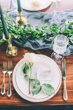 Florals: The Floral Studio/ Calligraphy & stationery: Butler´s Pantry - Irish Wedding Inspiration by Planner Pop the Cork Designs (Planner) + CJK Visuals (Photography) - via Magnolia Rouge