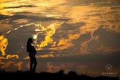 Beautiful silhouette. Fotografia de gestante. Silhueta de gestante. Pregnancy Photography.  Jared Windmüller www.jaredwindmuller.com