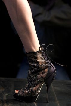 Christian Dior Fall 2010 Ready-to-Wear Collection Slideshow on Style.com