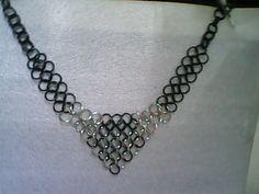 collar  realizado en tejido  medieval