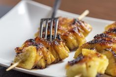 Grilled pineapple skewers with coconut caramel sauce is a great recipe from Take Home Chef. Learn to make grilled pineapple skewers with coconut caramel sauce in this recipe from TLC Cooking. Easy Roasted Chicken Recipe, Grilled Chicken Recipes, Chicken Soup Recipes, Healthy Dessert Recipes, Easy Dinner Recipes, Grill Dessert, Barbecue Recipes, Healthy Fruits, Italian Recipes