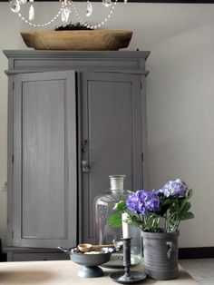 painted grey cabinet for the dining room - perfect for hiding all the crockery and kitchen utensils, table cloths and other bits and pieces. Perfectly neutral cupboard for the home Painted Furniture, Diy Furniture, Modern Farmhouse, Farmhouse Decor, Painted Cupboards, Painted Armoire, Casa Clean, Buffets, Home And Living