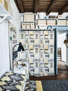 IKEA Deutschland | Grafische Gelbe Und Schwarzweiße Textilien In Einem  Schlafzimmer, U. A. Mit BIRKET Meterware
