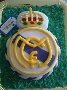 Tarta real madrid Tarta Real Madrid, Real Madrid Cake, Real Madrid Soccer, Cristiano Ronaldo Birthday, Cristiano Ronaldo 7, Birthday Stuff, Birthday Ideas, Birthday Parties, Soccer Birthday Cakes