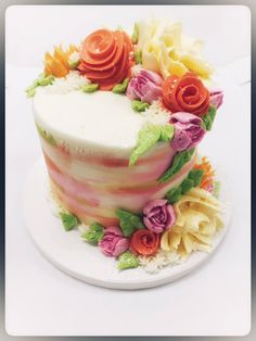 Floral Cake! 🌼🌸🌷 Floral Cake, Custom Cakes, Panna Cotta, Cake Decorating, Sweet Treats, Birthdays, Ethnic Recipes, Desserts, Food
