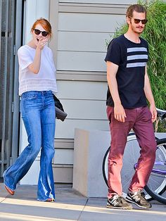On again, off again love birds Andrew Garfield and Emma Stone stepped out flaunting trendy sunnies 'n' casual garb pre-dinner!