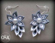 Ribbon Jewelry, Ribbon Art, Ribbon Crafts, Flower Crafts, Ribbon Flower Tutorial, Kanzashi Tutorial, Custom Earrings, Diy Earrings, Fabric Flowers