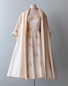 India 2019 outfit inspiring ladies dress vintage outfits fashion fashion vintage dresses fancy dresses india 2019 outfit inspiring ladies dress 21 affordable clothing websites you didn t know about Vintage Fashion 1950s, Mode Vintage, Retro Fashion, 1950s Fashion Dresses, Vintage India, 1950s Style Dresses, 1950s Prom Dress, 1950s Fancy Dress, Club Fashion