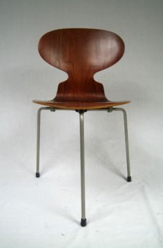 [RO] Arne Jacobsen - un designer vizionar care a lăsat în urma sa modele de scaune emblematice http://www.chairry.net/blog/scaunele-lui-arne-jacobsen/ [EN] Arne Jacobsen - a visionary who designed truly remarkable chairs: http://www.chairry.net/blog/arne-jacobsens-chairs/