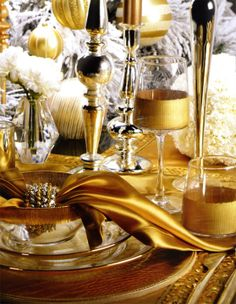 Gold Christmas Tablescape