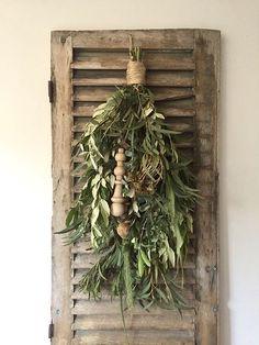 Shabby, Dream House Interior, Grapevine Wreath, Grape Vines, Flower Art, Ladder Decor, Wreaths, Flowers, Diy