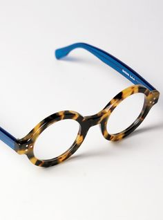 Bold Round Frame in Light Tortoise with Blue Temples