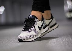 Nike Wmns Internationalist Premium Safari 'White Black'