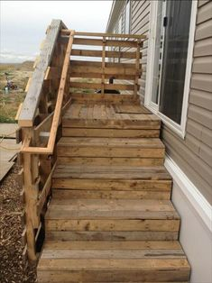 great pallet stairs Pallet Stairs, Concrete Stairs, Wooden Stairs, Pallet Shelves, Outdoor Furniture Plans, Pallet Furniture, Playhouse Furniture, Pallet Playhouse, Furniture Design