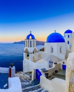 Santorini Island, Santorini Greece, Mykonos, Islam France, Beautiful Buildings, Beautiful Places, Dubai City, Photography Challenge, Vintage Travel Posters
