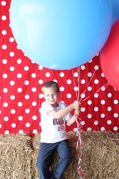love the huge round balloons and the hay bales make easy seating for a photo backdrop made of fabric!