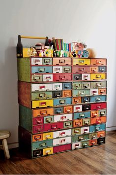 I want a vintage card catalog SO BADLY! Cool Library card catalog storage Dishfunctional Designs: Vintage Library Card Catalogs Transformed Into Awesome Furniture Crazy Home, Vintage Library, Home And Deco, Decoration, Bunt, Painted Furniture, Vintage Furniture, Bohemian Furniture, Furniture Dolly