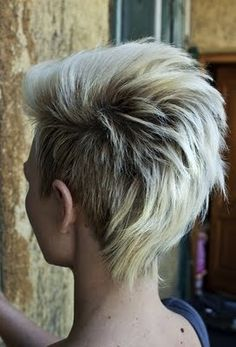 I should just go ahead and taper my hair down in the back like this. I've got such a strange weight line since going from and undercut to a v-hawk