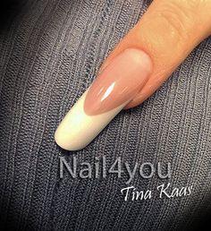 Fransk negle som en konkurrence negl, bygget op på skabelon i pink og hvid gele. Du kan også komme på negle kursus og lærer at lave flotte konkurrence negle :)