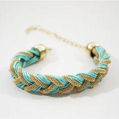 Bracelet tressé de couleur or et turquoise. #bracelet #bijoux #jewels #fashion #mode