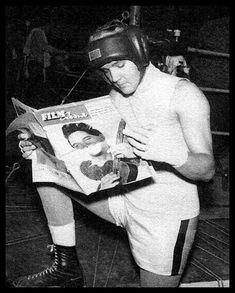 Elvis Reading (about Elvis) | December, 1961 | On the set of Kid Galahad  FILM Revue (Germany. December 5, 1961)