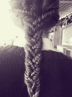 Makes me wish I had longer hair :) @Vanessa Jones could probably try this :)