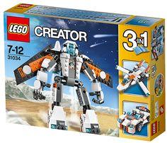 LEGO CREATOR 31034 Flyverobot Træd ind i fremtiden med den fantastiske 3 i 1-LEGO Creator Flyverobot. Den er klar til at suse af sted med sit futuristiske orange, hvide og sorte farvetema, store robothoved med ét knaldblåt øje, aftagelig jetpack med vinger, der kan foldes ud, og aftagelige raketmotorer. Robotten har også store fødder med indbyggede raketmotorer, sorte metalliske fingre, skulderpanser og superfleksible justerbare led. Sus op i skyerne med den kraftige jetpack, brøl igennem…