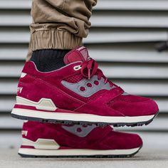 Saucony Courageous: Burgundy